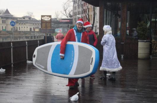 Традиционный заплыв Дедов Морозов на Верхнем озере 31.12.2018…